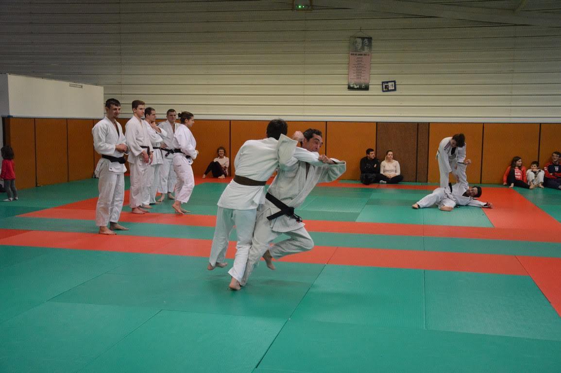 deux types cours ado - Judo ado/adulte